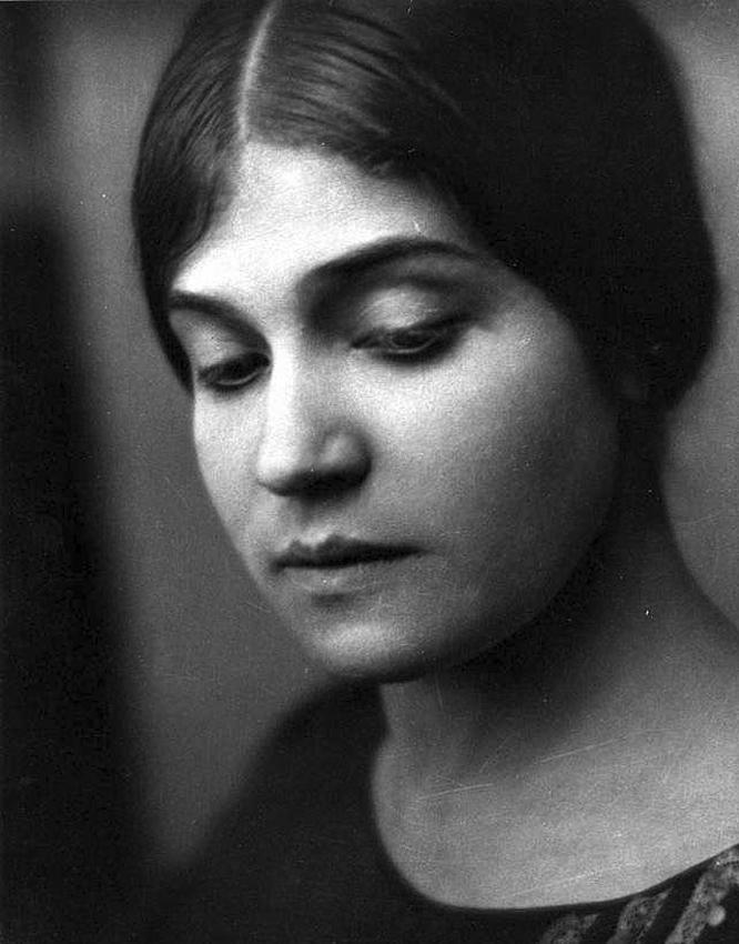 Edward Weston, Ritratto di Tina Modotti, Messico, 1923.